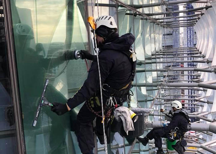 Dynamic Access Commercial Glazing Services Industrial Abseiling Small JPG 002